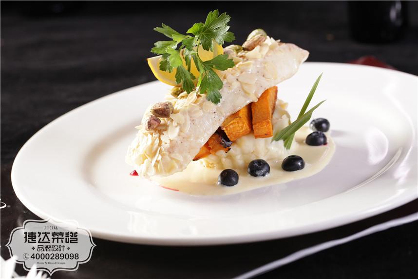 奶汁银鳕鱼配脆皮南瓜西餐菜品摄影
